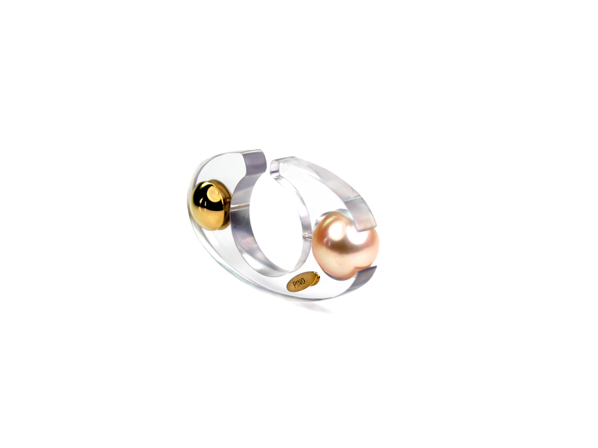 02 – Cristalline Collection. Polycarbonate, 18kt gold, pearl. © Claudio Pino