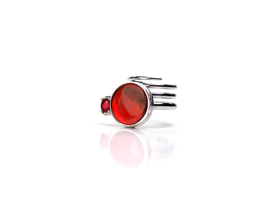 18 – Mars. 925 sterling silver, ammolite, spinel. © Claudio Pino